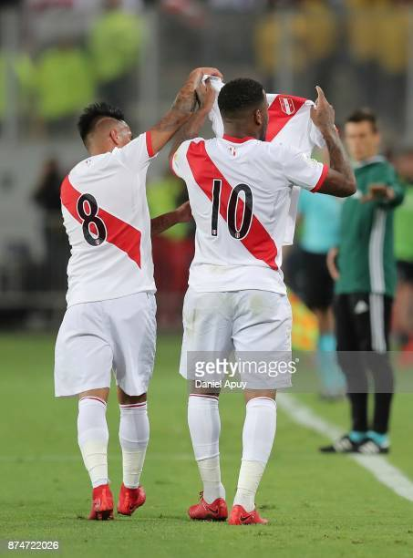 Jefferson Farfan of Peru celebrates after scoring the first goal of his team with Christian Cueva as they show Paolo Guerrero's jersey during a...