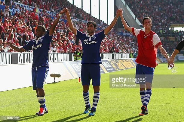 Jefferson Farfan, Raul Gonzalez and Julian Draxler of Schalke celebrate after the Bundesliga match between FSV Mainz 05 and FC Schalke 04 at Coface...