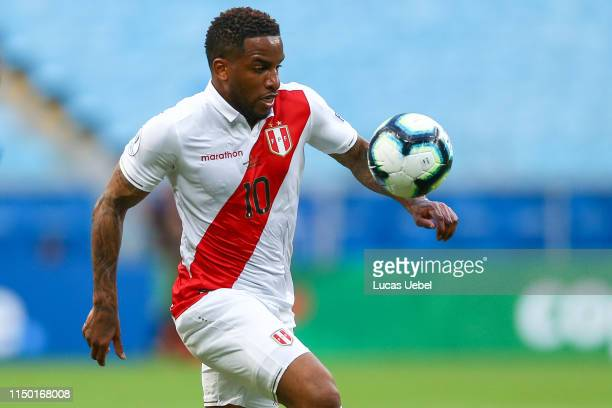 Jefferson Farfán of Peru controls the ball during the Copa America Brazil 2019 Group A match between Venezuela and Peru at Arena do Gremio stadium on...