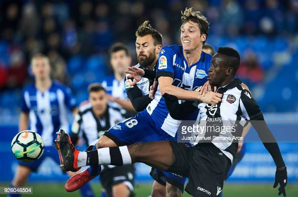 Jefferson Lerma and Antonio Luna of Levante UD duels for the ball with Tomas Pina of Deportivo Alaves during the La Liga match between Deportivo...