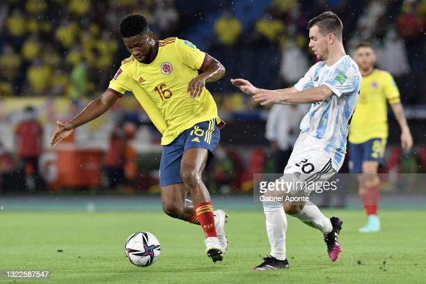 Jefferson Lerma of Colombia fights for the ball with Giovani Lo Celso of Argentina during a match between Colombia and Argentina as part of South...