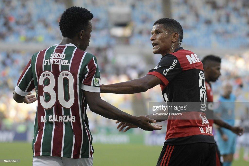 Jefferson Orejuela (L) of Fluminense talks with Marcio Araujo of Flamengo during the match between Fluminense and Flamengo as part of Brasileirao Series A 2017 at Maracana Stadium on June 18, 2017 in Rio de Janeiro, Brazil.