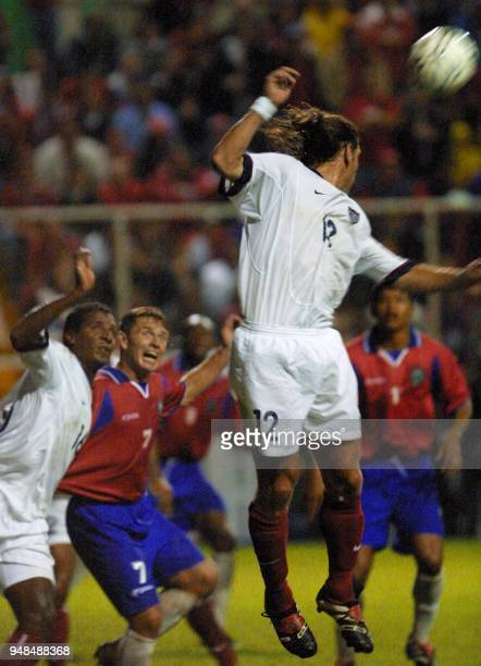 Jeffrey Agoos hits the ball during a soccer match 05 September 2001 El seleccionado estadounidense Jeffrey Agoos cabecea el balon el 05 de setiembre...