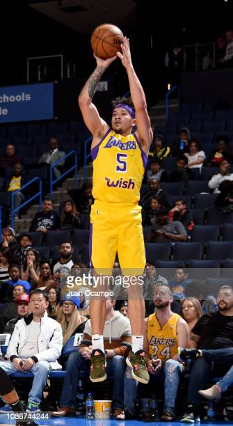 8b16997ba Jeffrey Carroll of the South Bay Lakers shoots the jumper during the game  against the Agua
