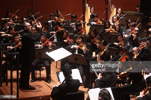 """Jeffrey Milarsky leading the Juilliard Orchestra in Lutoslawski's """"Symphony No. 4"""" at Alice Tully Hall on Friday night, January 28, 2011.It was the..."""