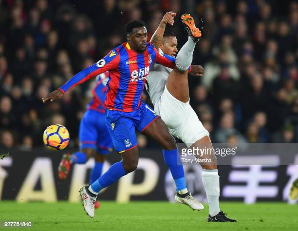 Jeffrey Schlupp of Crystal Palace challenges Antonio Valencia of Manchester United during the Premier League match between Crystal Palace and...