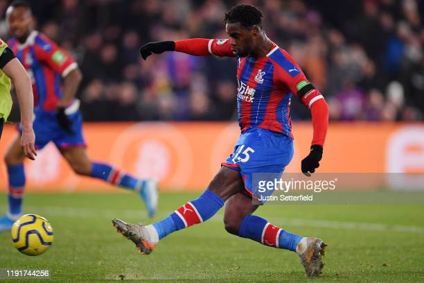 Jeffrey Schlupp of Crystal Palace scores his team's first goal during the Premier League match between Crystal Palace and AFC Bournemouth at Selhurst...