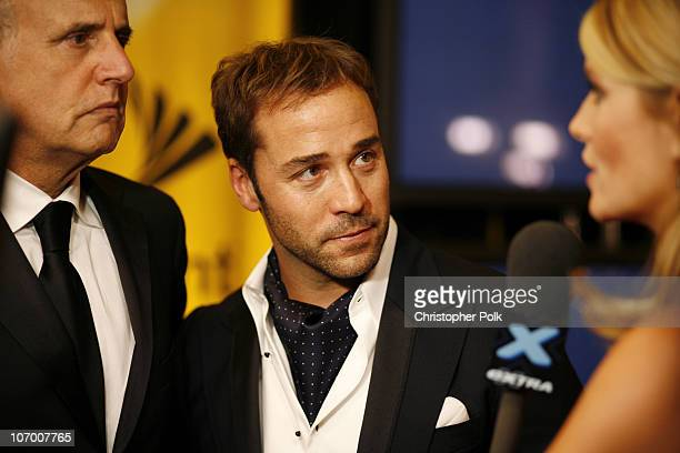 Jeffrey Tambor and Jeremy Piven winner Outstanding Supporting Actor In A Comedy Series for Entourage