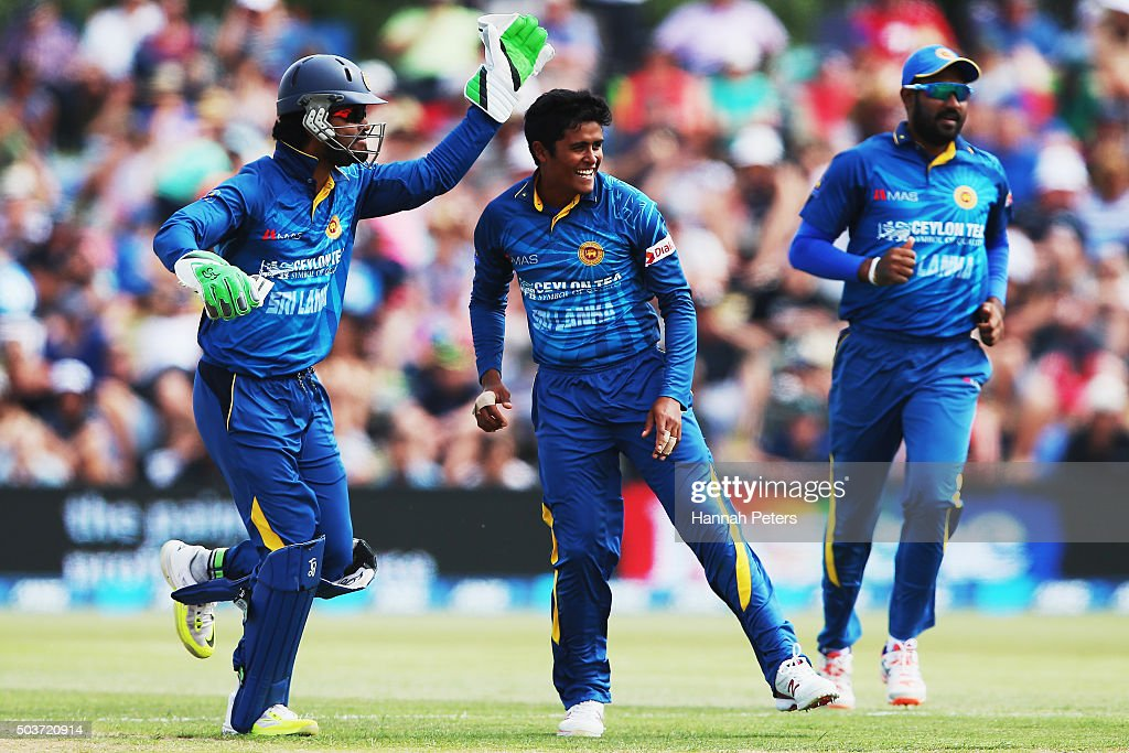 Jeffrey Vandersay of Sri Lanka celebrates with Dinesh Chandimal of Sri Lanka after dismissing Corey Anderson of the Black Caps during the Twenty20 match between New Zealand and Sri Lanka at Bay Oval on January 7, 2016 in Mount Maunganui, New Zealand.