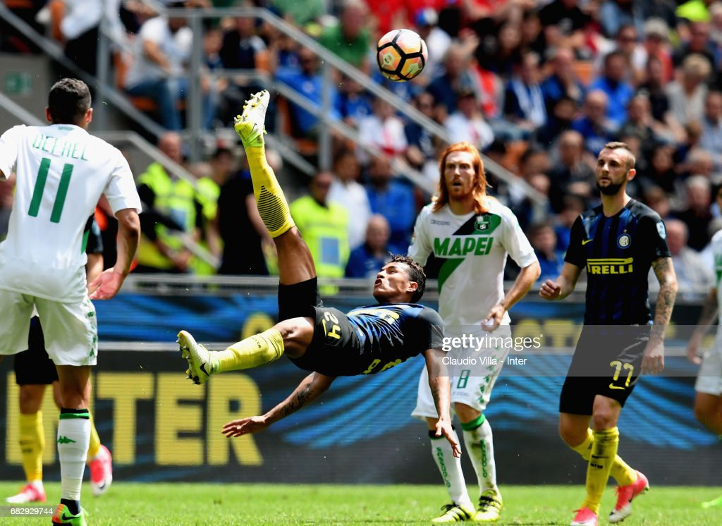 Jeison Murillo of FC Internazionale in action during the Serie A match between FC Internazionale and US Sassuolo at Stadio Giuseppe Meazza on May 14, 2017 in Milan, Italy.