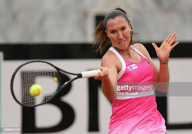 Jelena Jankovic of Serbia plays a forehand against Li Na of China in their third round match during day five of the Internazionali BNL d'Italia 2013...