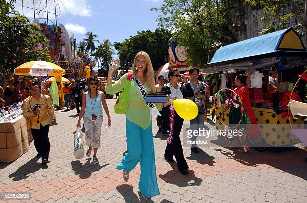 Jelena Mandic Miss Serbia Montenegro 2005 waves at the camera on May 19 2005 in Phuket Thailand The 54th annual Miss Universe competition will take...