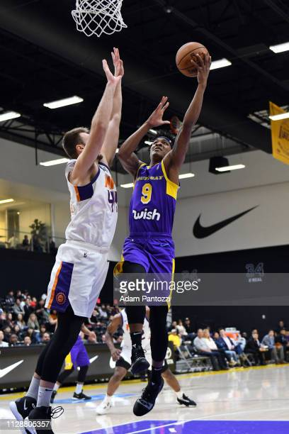 c031e78a3 Jemerrio Jones of the South Bay Lakers goes to the basket against the  Northern Arizona Suns