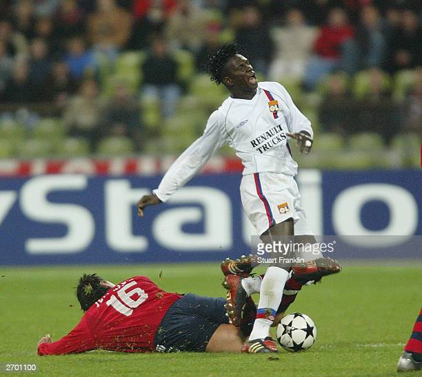 Jen Jemremies of Bayern in action against Mahamahou Diarra of Lyon during the UEFA Champions League match between FC Bayern Munich and Olympic...
