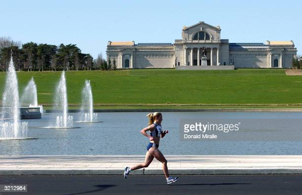 Jen Rhines runs past the Missouri Arts Museum and Grand Basin during the 2004 US Olympic Team Trials for the Women's Marathon at Forest Park on April...