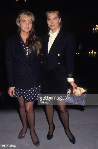 Jenna de Rosnay et sa soeur Anna lors d'une soirée à Paris le 18 avril 1988 France