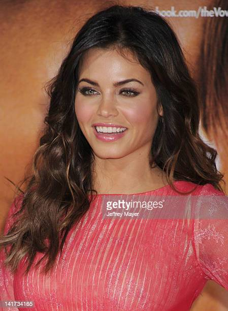"""Jenna Dewan arrives at """"The Vow"""" Los Angeles Premiere at Grauman's Chinese Theatre on February 6, 2012 in Hollywood, California."""