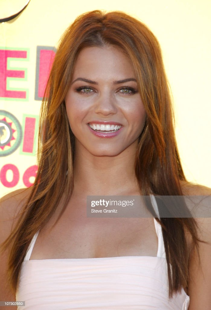 Jenna Dewan during 2006 Teen Choice Awards - Arrivals at Gibson Amphitheatre in Universal City, California, United States.