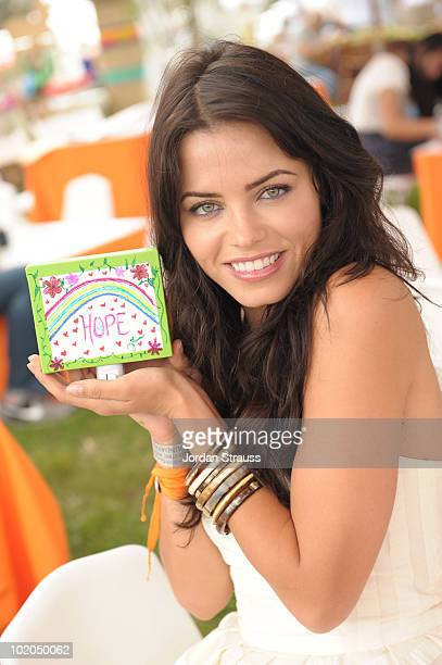 Jenna Dewan participates at the Oopsy daisy Art Booth at Elisabeth Glaser Pediatric Aids Carnival at Wadsworth Theater on June 13 2010 in Los Angeles...