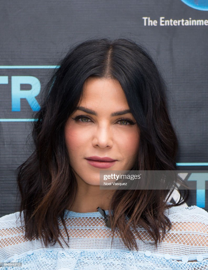 "Jenna Dewan Tatum And Andy Cohen Visit ""Extra"""