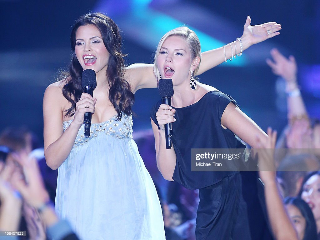 Jenna Dewan-Tatum (L) and Elisha Cuthbert speak onstage at the 'VH1 Divas' show held at The Shrine Auditorium on December 16, 2012 in Los Angeles, California.