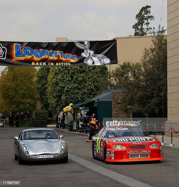 Jenna Elfman and Jeff Gordon racing on the Warner Bros lot