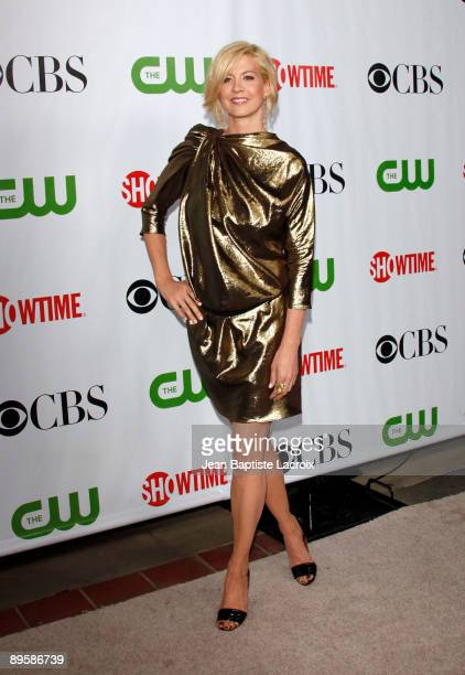 Jenna Elfman arrives at the 2009 TCA Summer Tour CBS CW and Showtime AllStar Party at the Huntington Library on August 3 2009 in Pasadena California
