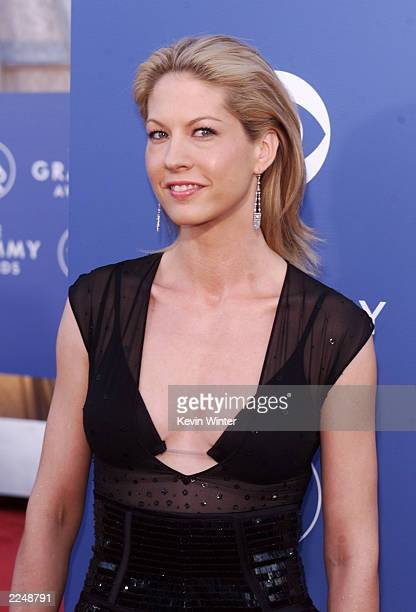 Jenna Elfman arrives at the 43rd Annual Grammy Awards at Staples Center in Los Angeles CA on February 21 2001 Photo credit Kevin Winter/Getty Images