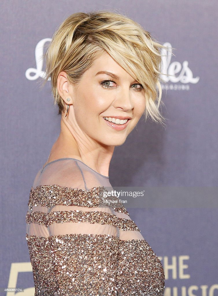 Jenna Elfman arrives at The Music Center's 50th Anniversary Spectacular held at Dorothy Chandler Pavilion on December 6, 2014 in Los Angeles, California.