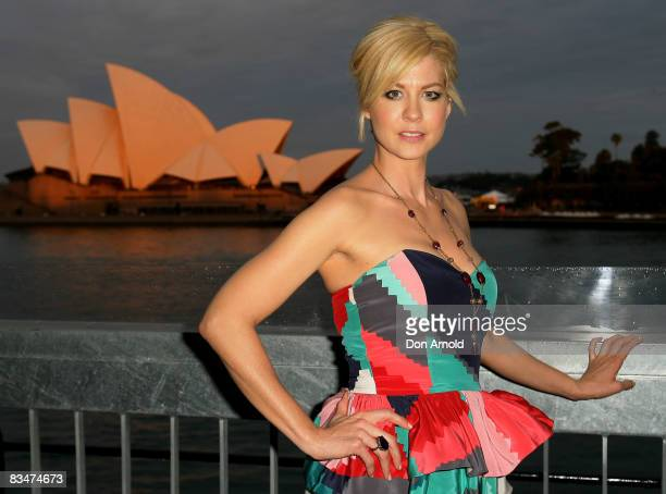 Jenna Elfman arrives for the MCN Upfront Party at the Overseas Passenger Terminal on October 29, 2008 in Sydney, Australia.