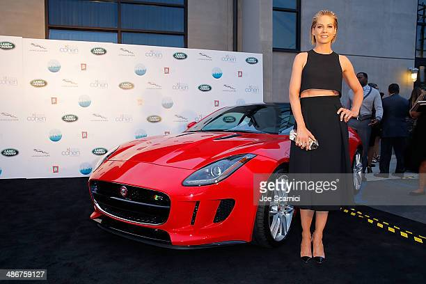 Jenna Elfman attends the Los Angeles Modernism Show Sale Opening Night Party to benefit PS Arts Presented by Jaguar Land Rover a proud firstyear...