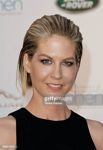 Jenna Elfman attends the LA Modernism show sale opening night party to benefit PS ARTS at 3LABS on April 25 2014 in Culver City California