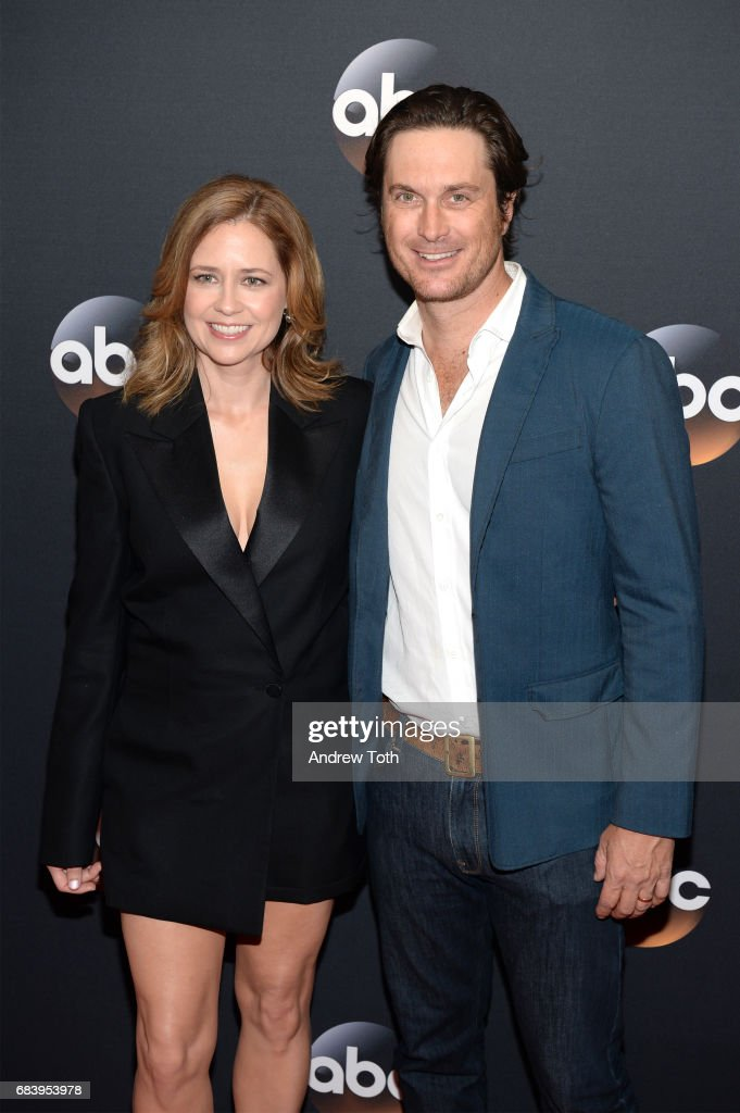 Jenna Fischer and Oliver Hudson attend the 2017 ABC Upfront on May 16, 2017 in New York City.