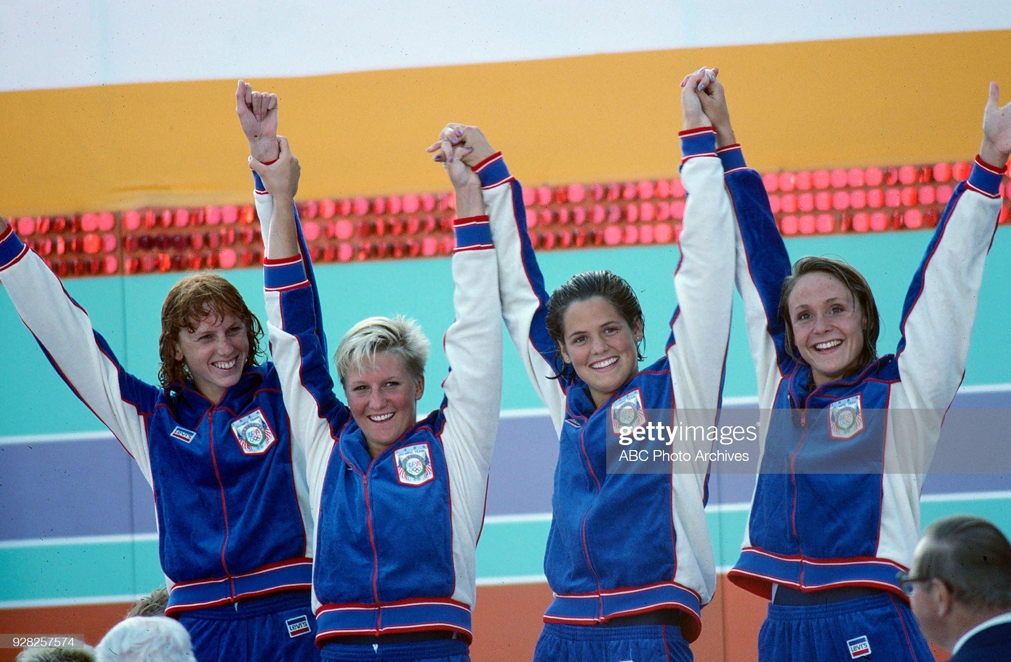 Women's Swimming 4 × 100 Metre Freestyle Relay Medal Ceremony At The 1984 Summer Olympics : Fotografía de noticias