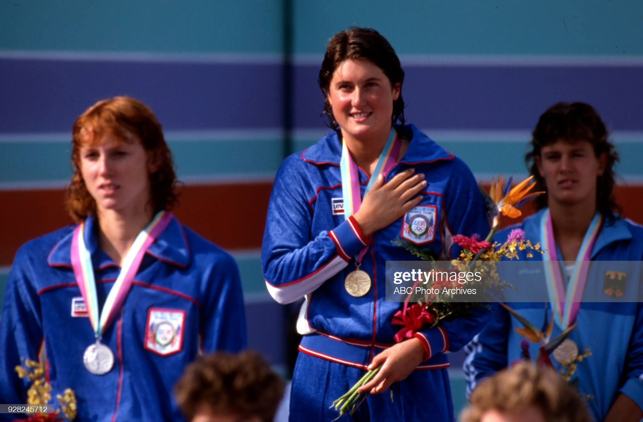 Women's Swimming 100 Metre Butterfly Medal Ceremony At The 1984 Summer Olympics : Fotografía de noticias