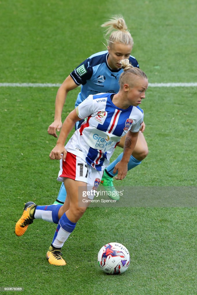 Jenna Kingsley of the Jets dribbles the ball during the round 10 W-League match between Sydney FC and the Newcastle Jets at Allianz Stadium on January 3, 2018 in Sydney, Australia.
