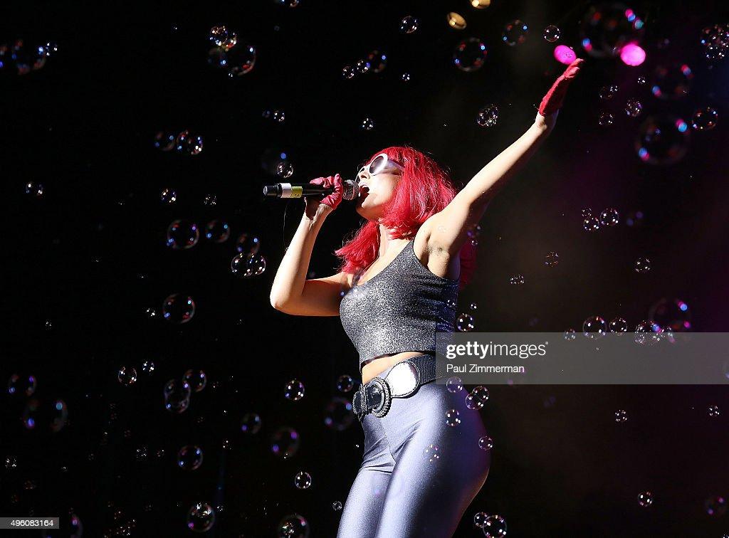 Jenna Ou0027Gara Of Band Jessieu0027s Girl Performs At The U0027I Want My 80u0027s