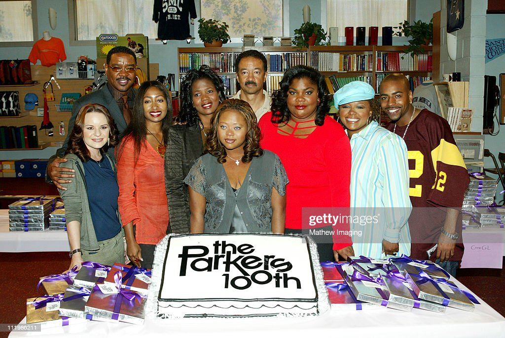 The 100th Epsiode of The Parkers Cakecutting : News Photo