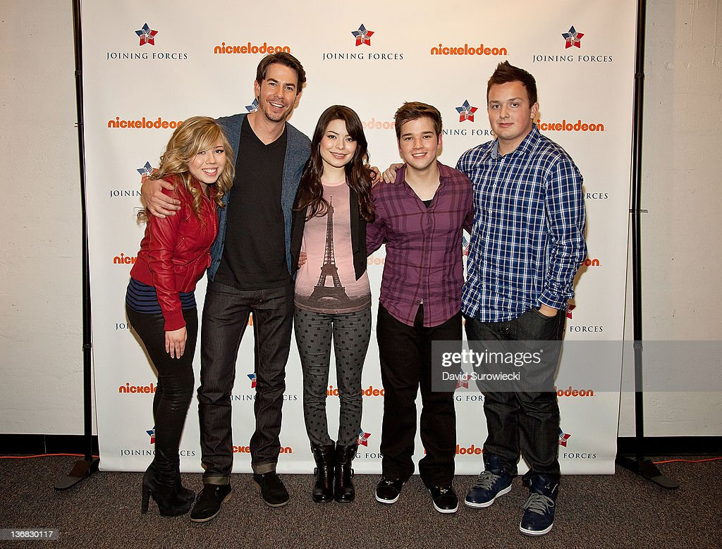 Jennette McCurdy, Jerry Trainor, Miranda Cosgrove, Nathan Kress and Noah Munck pose backstage at the auditorium at Naval Submarine Base New London on January 11, 2012 in Groton, Connecticut. The cast of Nickelodeon's iCarly were presenting a special military family screening of iMeet The First Lady, an episode of their show featuring Michelle Obama.