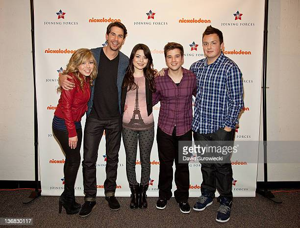 Jennette McCurdy Jerry Trainor Miranda Cosgrove Nathan Kress and Noah Munck pose backstage at the auditorium at Naval Submarine Base New London on...