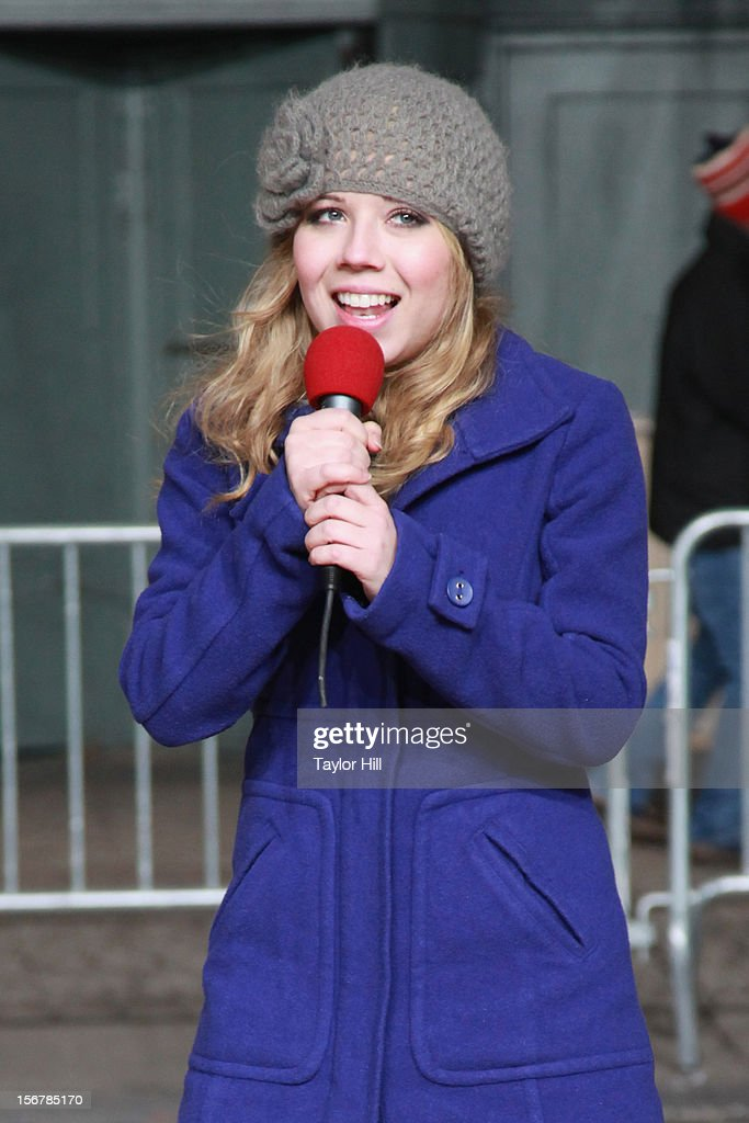 Jennette McCurdy performs during day two of the 86th Anniversary Macy's Thanksgiving Day Parade Rehearsals at Macy's Herald Square on November 20, 2012 in New York City.