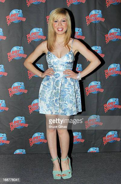"""Jennette McCurdy promotes Nickelodeon's """"Sam & Cat"""" at Planet Hollywood Times Square on May 14, 2013 in New York City."""