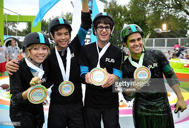 Jennette McCurdy Ryan Potter Matt Bennett and Carlos Pena celebrate Nickelodeon's largest ever Worldwide Day of Play at the Ellipse on September 24...