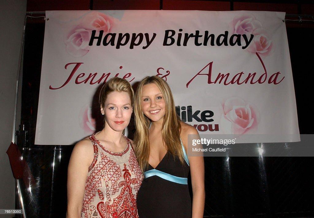 Jennie Garth and Amanda Bynes Birthday Celebration : Nachrichtenfoto