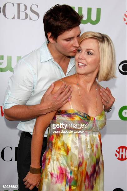 Jennie Garth and Peter Facinelli arrives at the 2009 TCA Summer Tour CBS CW and Showtime AllStar Party at the Huntington Library on August 3 2009 in...