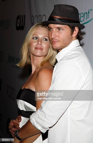 Jennie Garth and Peter Facinelli attend the CW Network's 90210 Premiere Party on August 23, 2008 in Malibu, California.