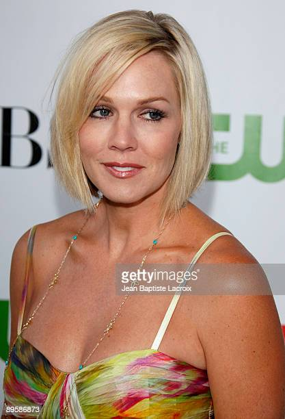 Jennie Garth arrives at the 2009 TCA Summer Tour CBS CW and Showtime AllStar Party at the Huntington Library on August 3 2009 in Pasadena California