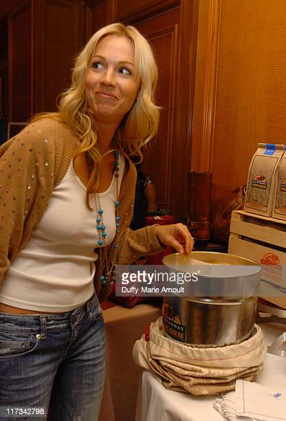 Jennie Garth at the Dale and Thomas Gourmet Popcorn gift station