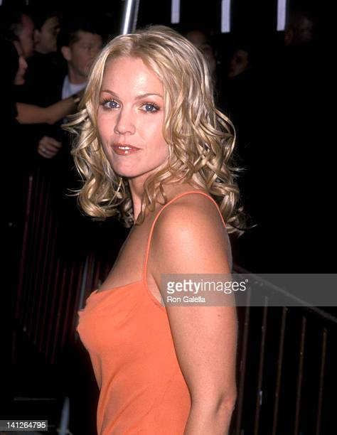 Jennie Garth at the Vogue Magzine Evolution TV Salute the 2000 VH1/Vogue Fashon Awards Nominees Club Lot 61 New York City