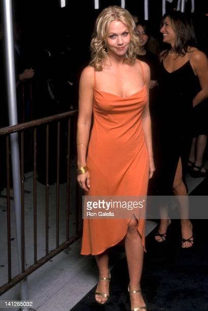 Jennie Garth at the Vogue Magzine Evolution TV Salute the 2000 VH1/Vogue Fashon Awards Nominees Club Lot 61 New York City